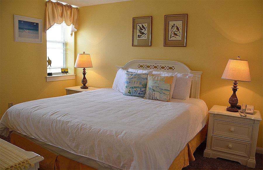 Deluxe One Bedroom Suite | The Flanders Hotel